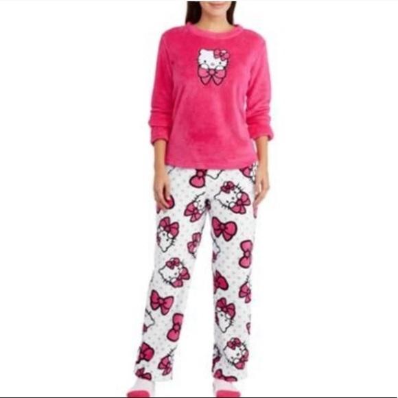 8c7df04874 NWT SANRIO Hello Kitty Women s Plush Pajama Set